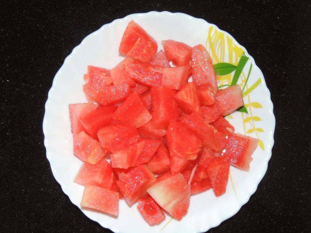 Cut watermelon into pieces.