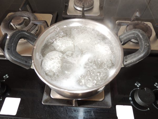 Let the water boil for 30 seconds. After 30 seconds open the lid of bowl.