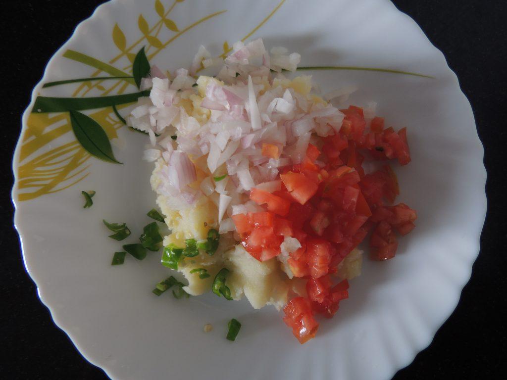 After that mix tomato, potato, green chilly, mashed potato.