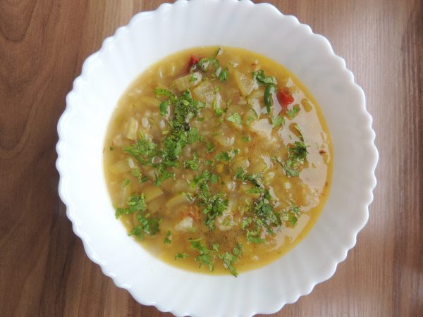 Now sprinkle coriander leave on curry.