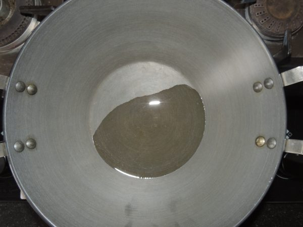 Pour oil into the kadai / pan.