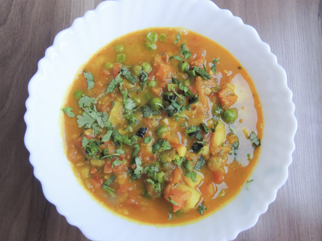 Now the curry is ready. Eat this delicious vegetable with paratha, roti, puri or rice and enjoy.
