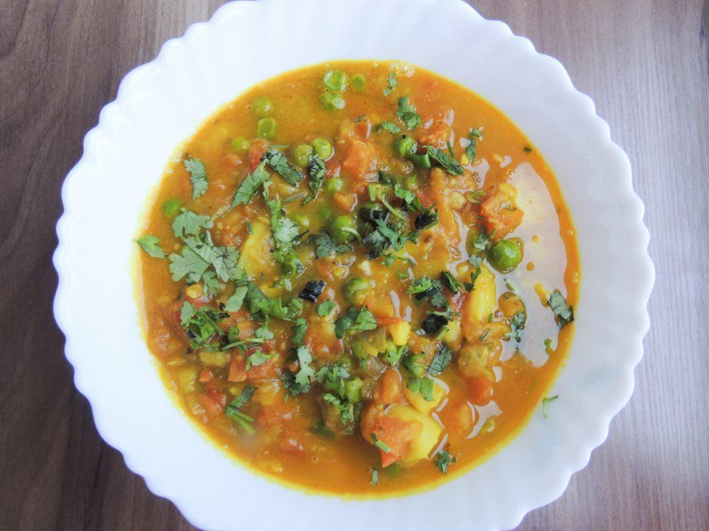 Potato Tomato Matar Curry / Aloo Tamatar Matar Sabji