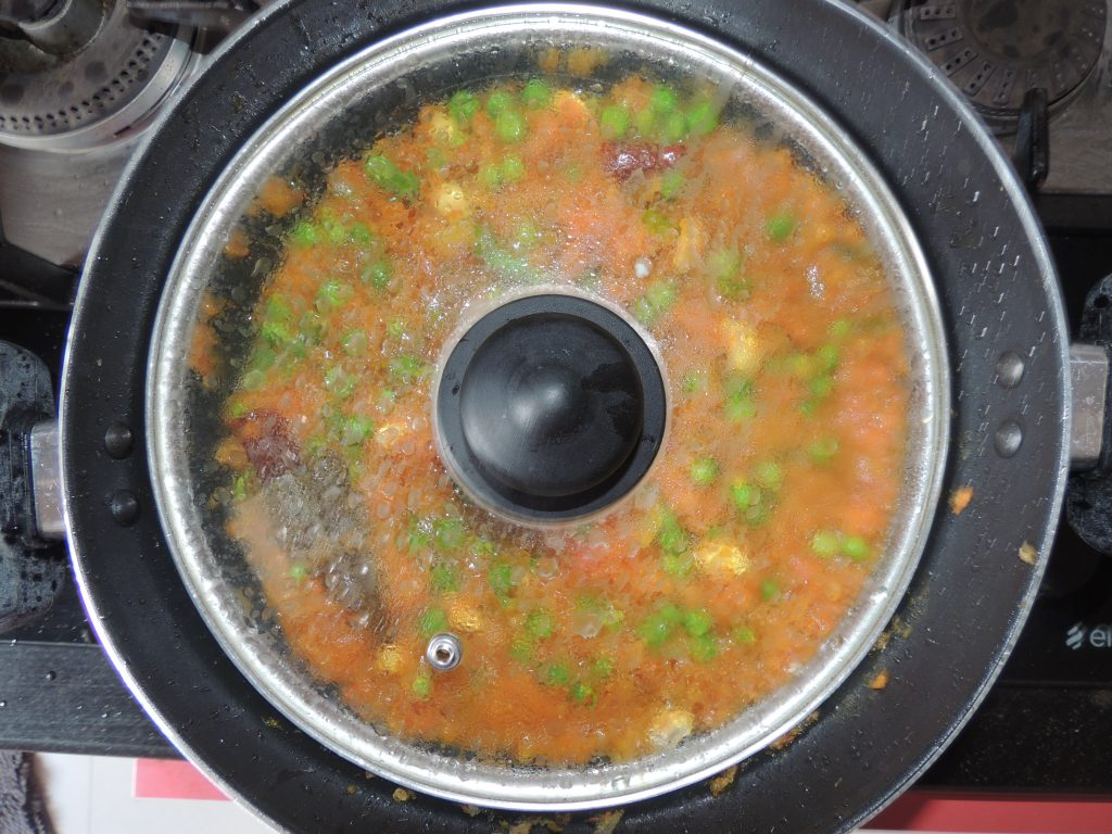 Close the kadai / pan with lid