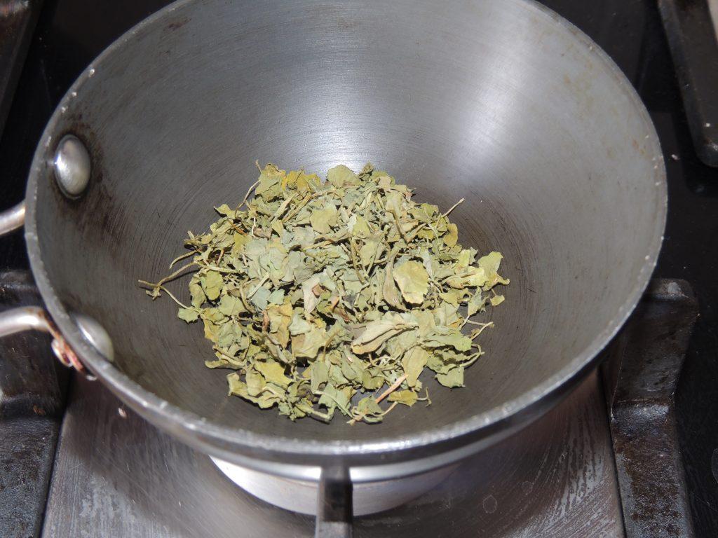When the pan is hot, add 1 teaspoon Kasuri Methi to it.