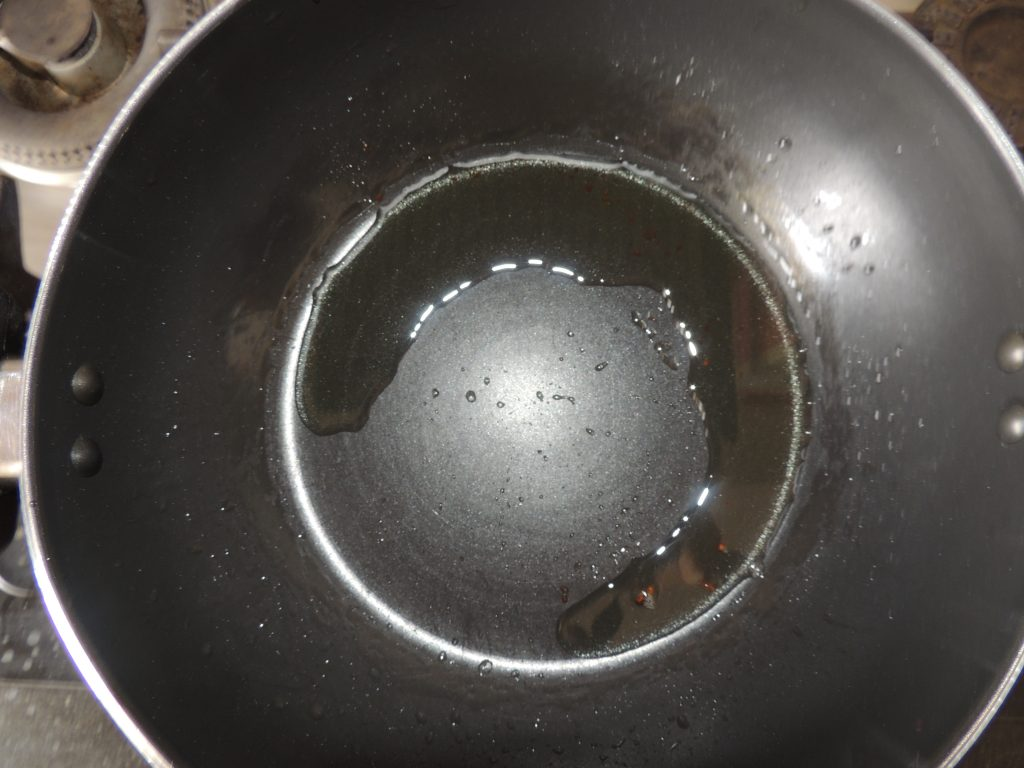 Now take out the extra oil from the pan and leave two spoons of oil in it.
