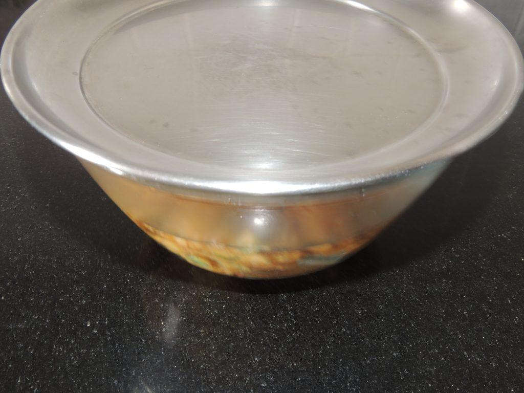 Drop cooked pakoda's in it so that pakoda's will be soft. cover the bowl with plate for 5 minute.