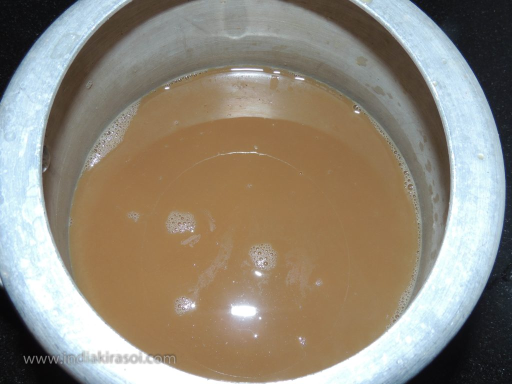 Sieve the tea water with a sieve And pour that water into the cooker