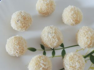 Coconut Laddo / Nariyal Ka Laddo