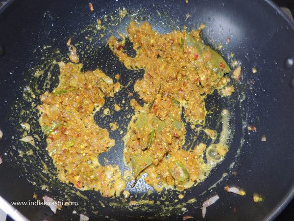 Add a teaspoon of turmeric powder to the spices