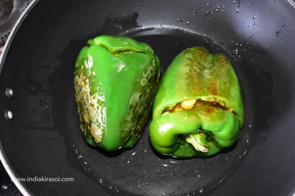 Keep turning the capsicum every one or two minutes so that the capsicum does not burn.