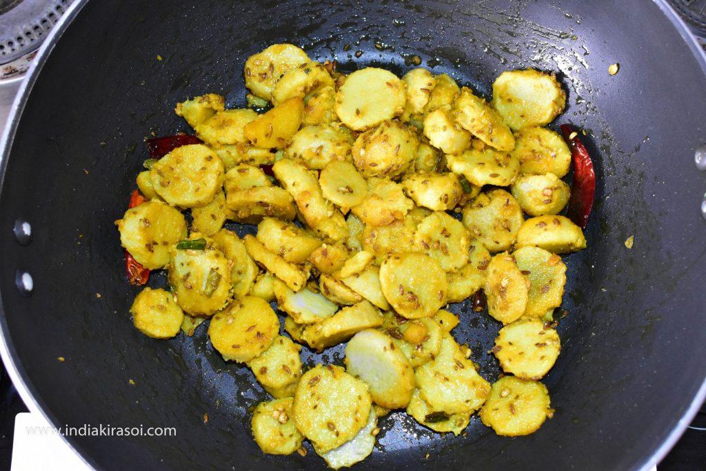 Allow the colocasia / arbi to fry.