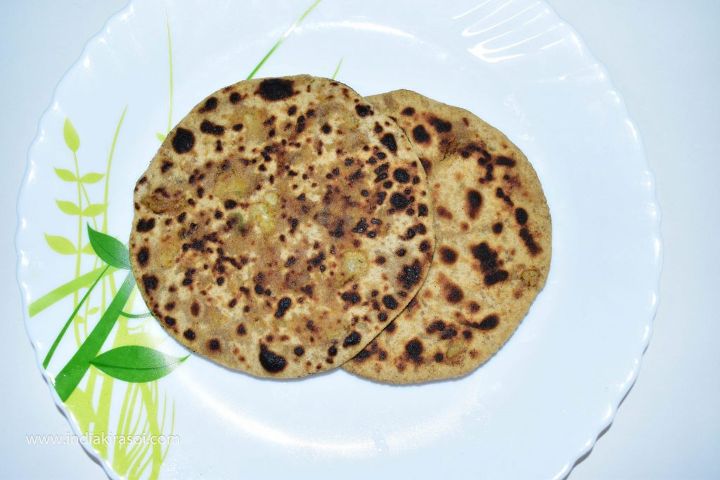 Make the remaining parathas as well. Eat the paratha with green chutney and curd.