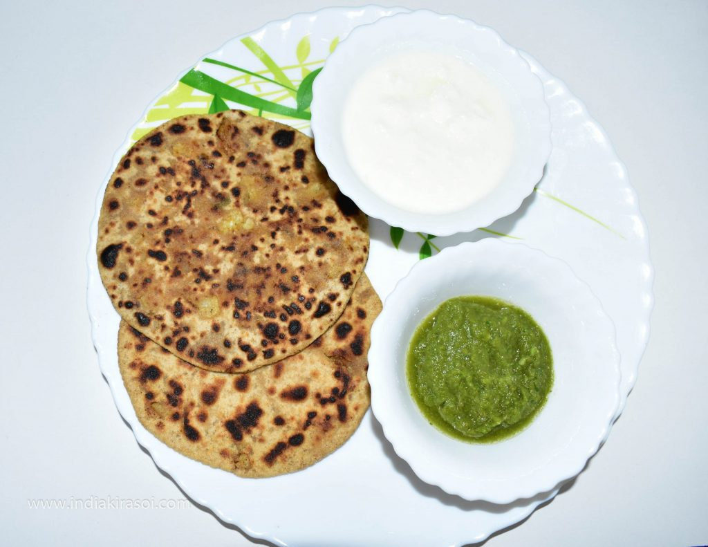 Bake the remaining flour parathas as well. Eat the paratha with green chutney and curd.