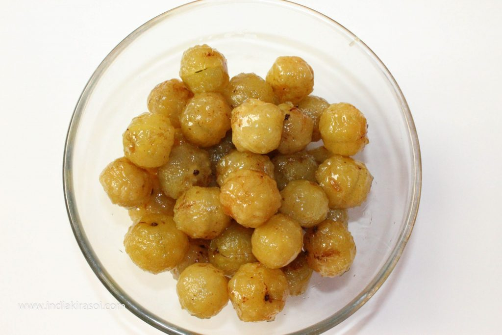 On the third day, remove the gooseberry from the syrup and keep it on a separate plate.