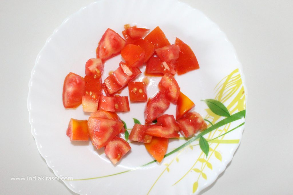 Cut tomatoes into small pieces.