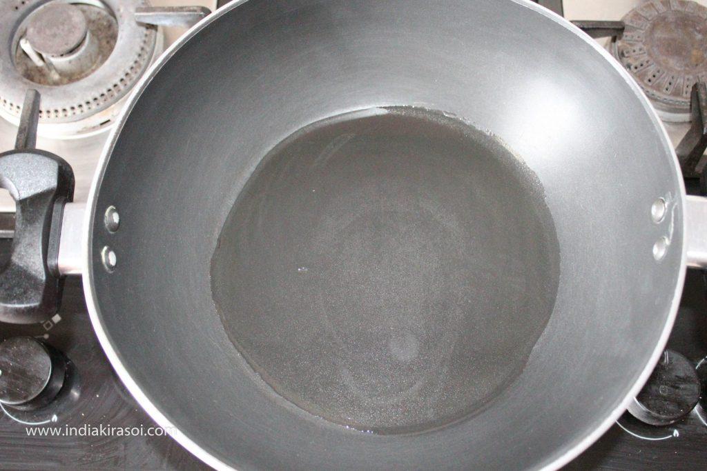 Add 2 teaspoons of oil to the kadhai/fry pan.