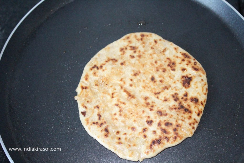 While baking the paratha, keep in mind that the paratha should not be burnt.