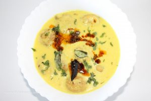 Besan Pakora Kadhi is a very quick recipe. If you are full of food by eating lentils and vegetables every day and want to eat something good and light, then Pakora Kadhi is the best option for you. Kadhi on one side is light for the stomach, while the curd is also light for the stomach. If you want to make Besan Pakora Kadhi, follow the method given below...