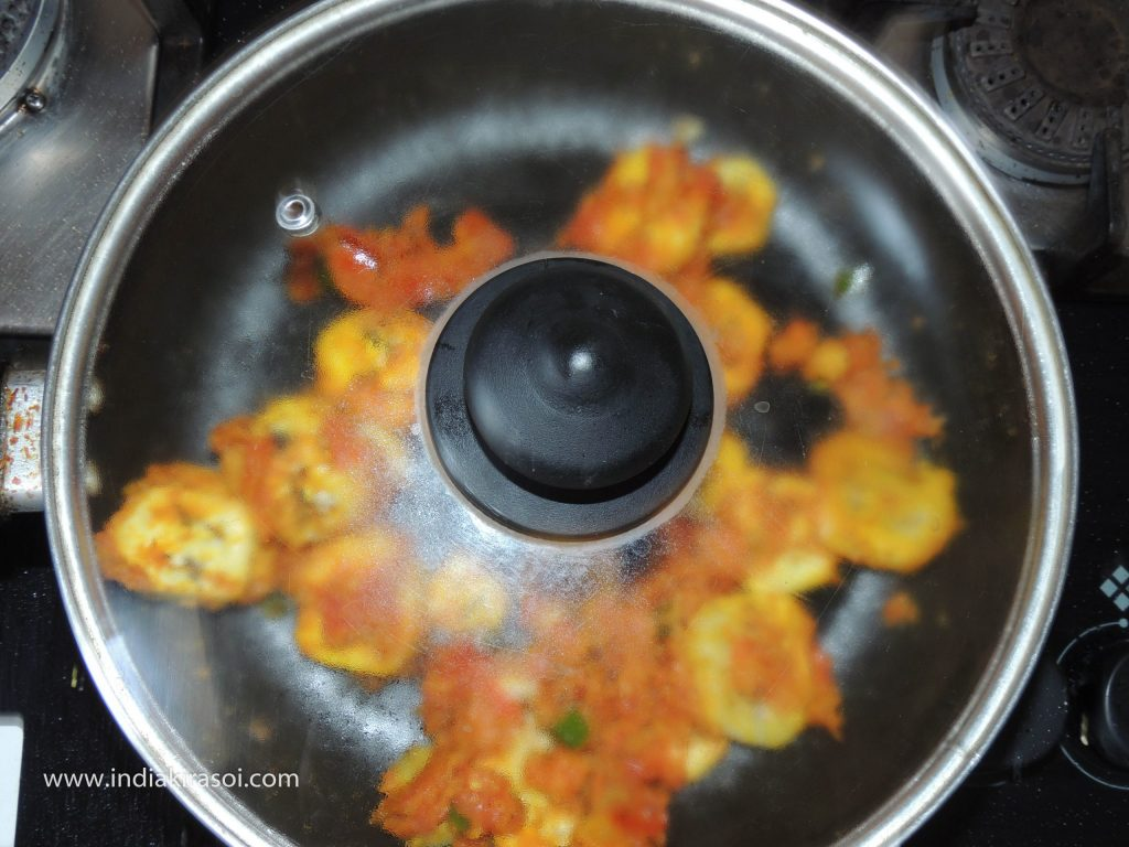 Now cover the kadhai/ fry pan with a lid.