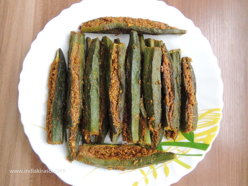 When all the okra is fried, take out the ladyfinger on a separate plate.