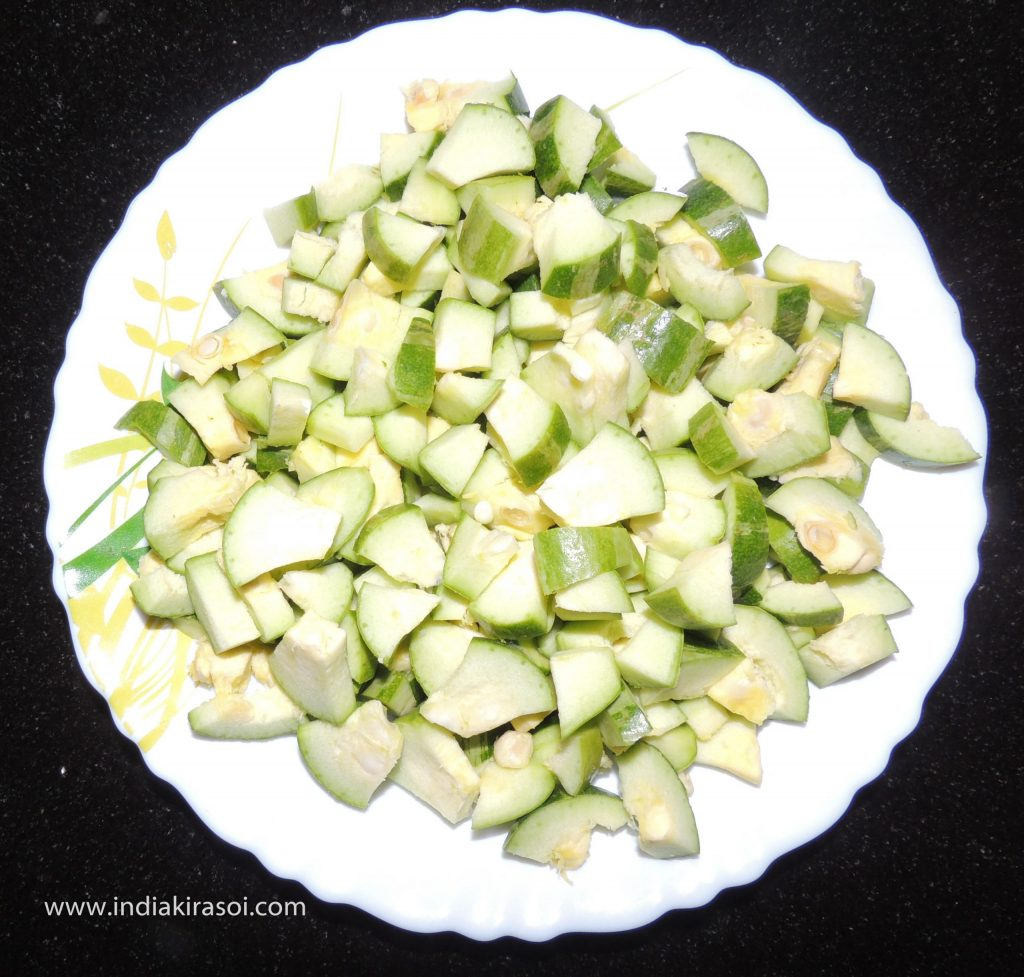 Wash the pointed gourd/ parwal with water, cut the pointed gourd/ parwal. Cut a pointed gourd/ parwal into 12 to 15 pieces.