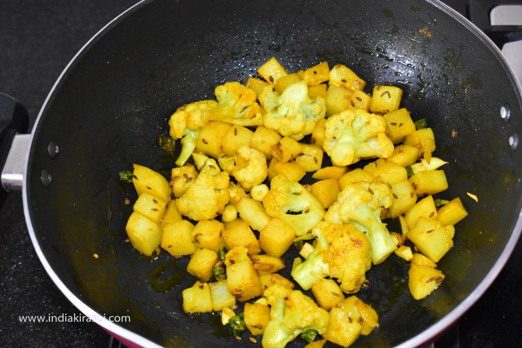 After 3 minutes, remove the plate again and check if the potatoes and cauliflower are cooked or not.