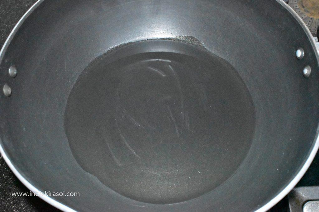 Add 2 teaspoons of oil to the kadhai / fry pan.