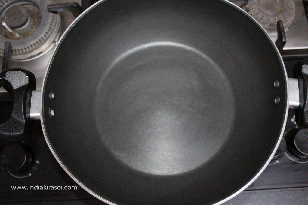 Put a kadhai/ fry pan on the gas. Keep the flame on high.