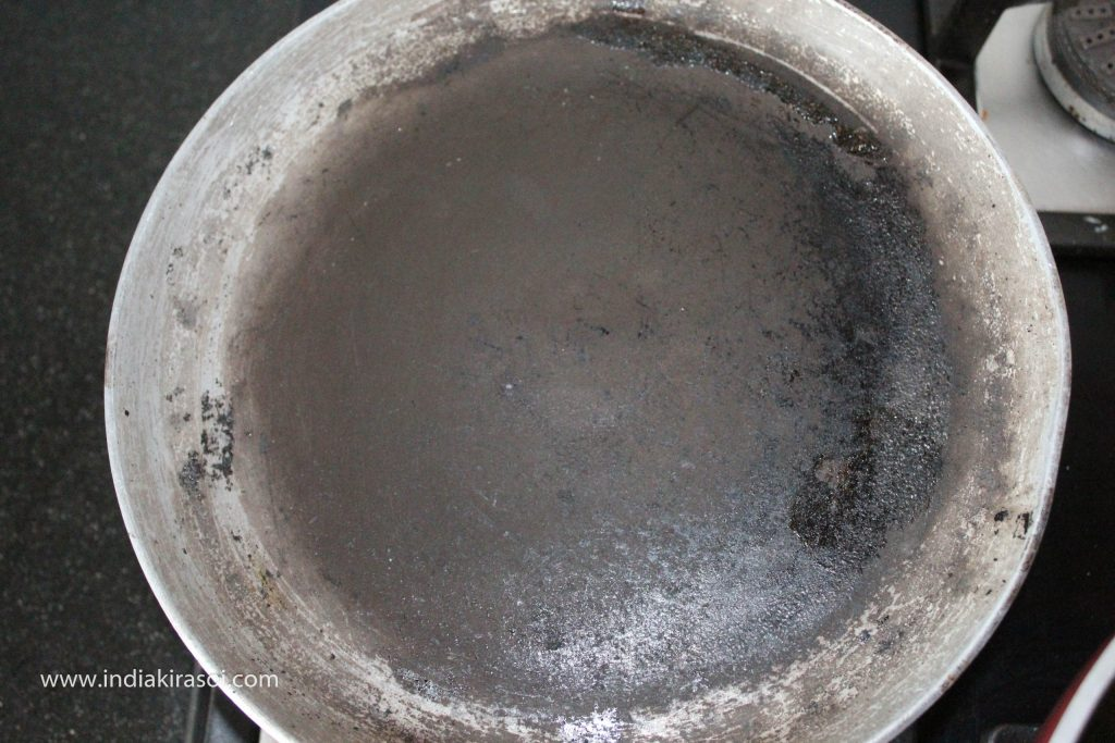 Put kadhai or griddle on the gas, when the griddle gets hot.