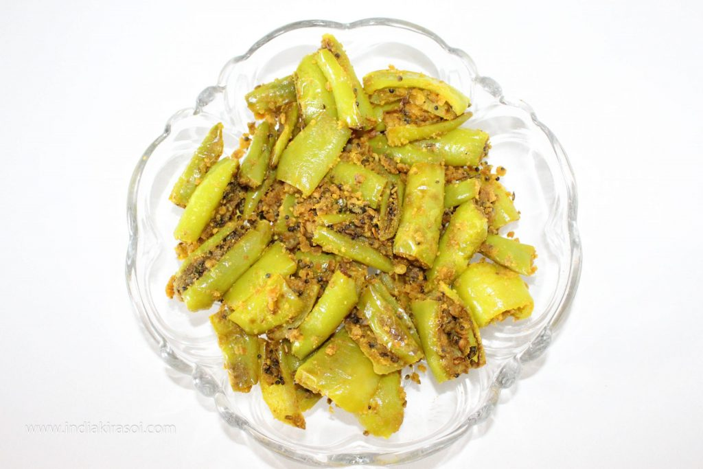 Take out the gram flour chillies in a plate.
