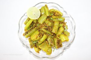 Big Green Chilli Gram Flour Dry Recipe / Besan Hari Mirch Sookhi Sabji