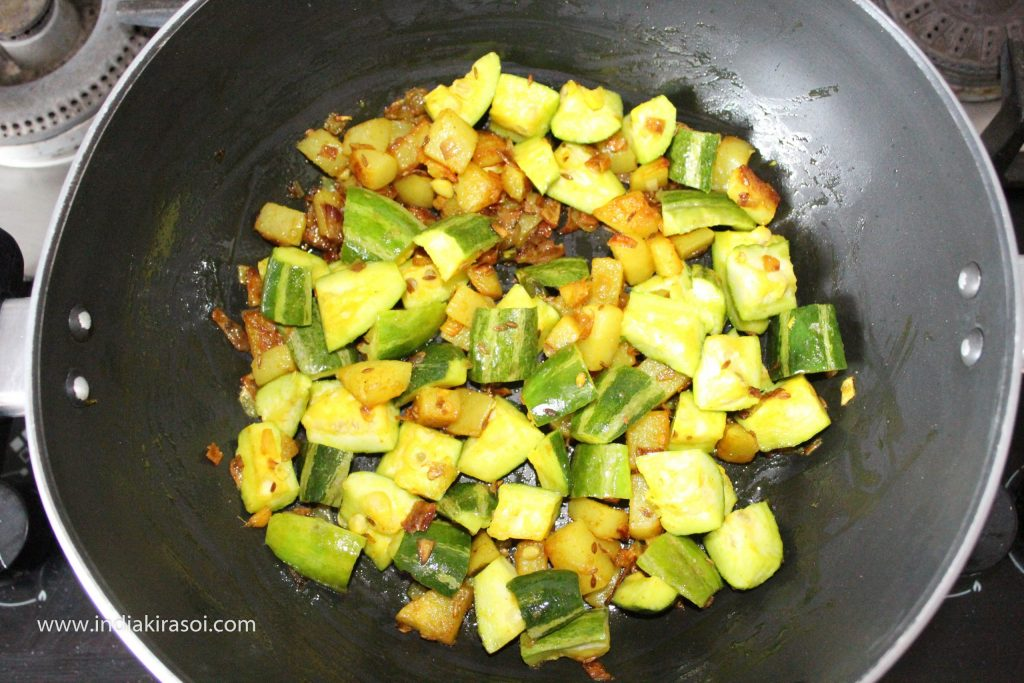 Mix the pointed gourd/ parwal well in the potato.
