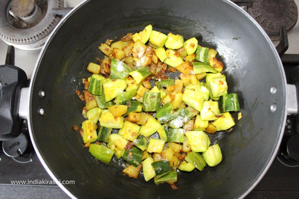 Add salt to the pointed gourd/ parwal, add a spoon of coriander powder along with it.