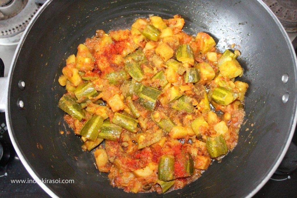 Add 1/4 teaspoon garam masala powder, 1/4 teaspoon red chili powder, half teaspoon amchur/ raw mango powder to the pointed gourd/ parwal.