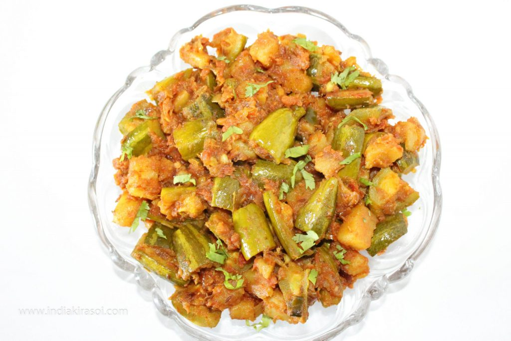 Sprinkle chopped coriander leaves on dry tomato pointed gourd/ parwal potatoes recipe.