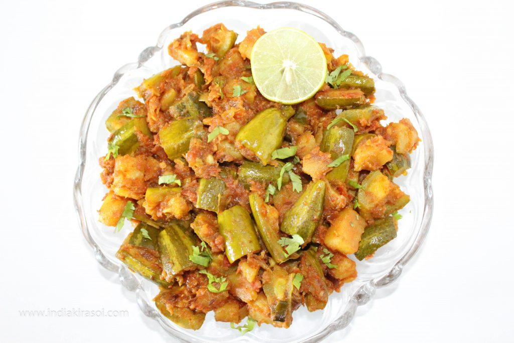Pointed Gourd Potato Tomato Dry Recipe / Parwal Aloo Tamatar Sookhi Sabji