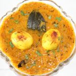 Egg curry can also be eaten with roti or rice.