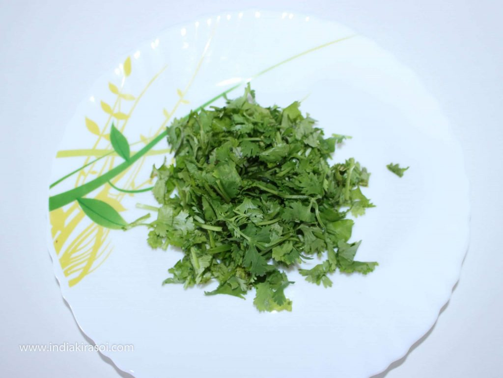 Take 4 teaspoons of chopped coriander.