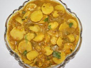 Serve the colocasia / arbi or ghuiyan gravy recipe hot.