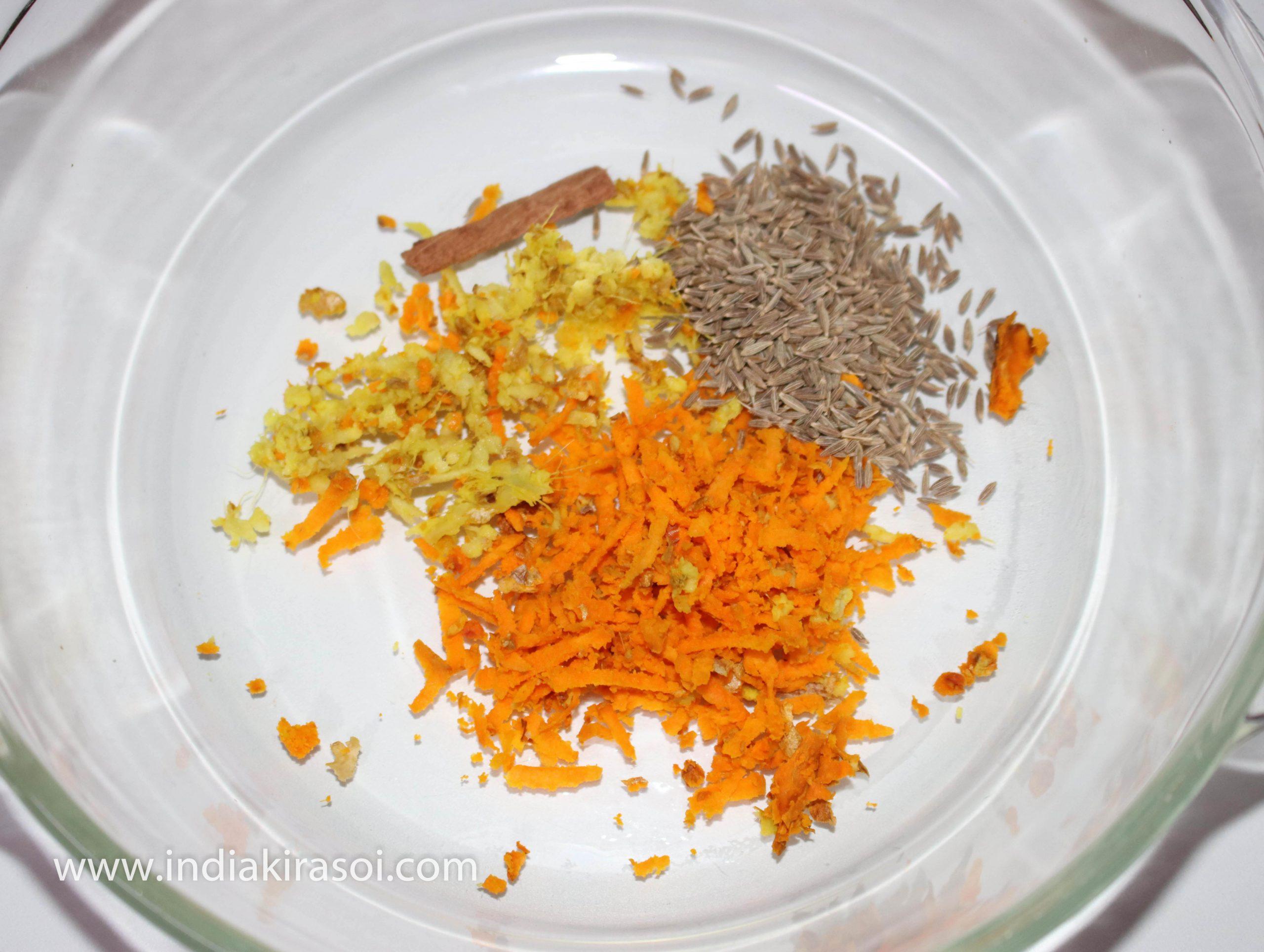 Put grated turmeric, ginger, cumin, cinnamon, lemon in a vessel.