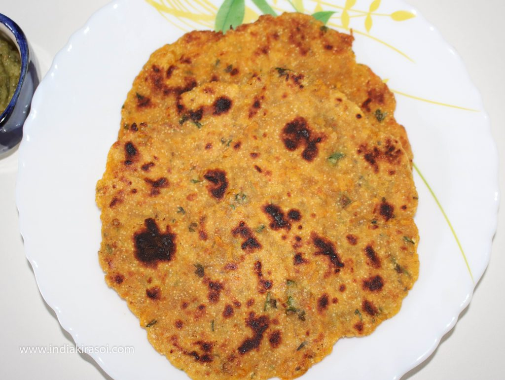 Desi ghee or butter can also be applied on pumpkin paratha while eating.